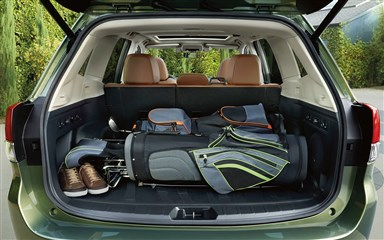 subaru image: spacious cargo area with 60/40-split flat-folding rear  2019 subaru  forester