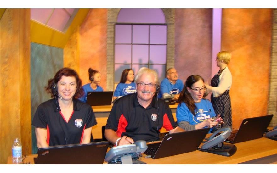 Evanston Subaru volunteers at WTTW