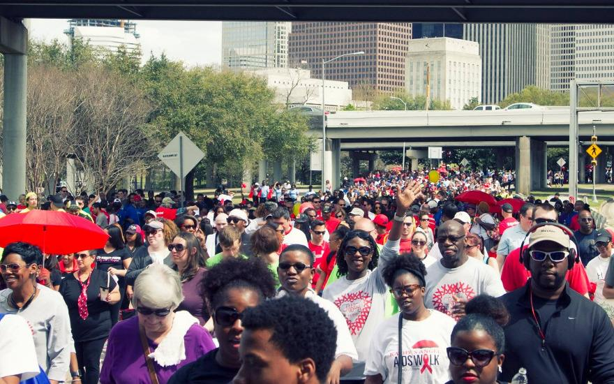 Gillman walks with thousands to end AIDS