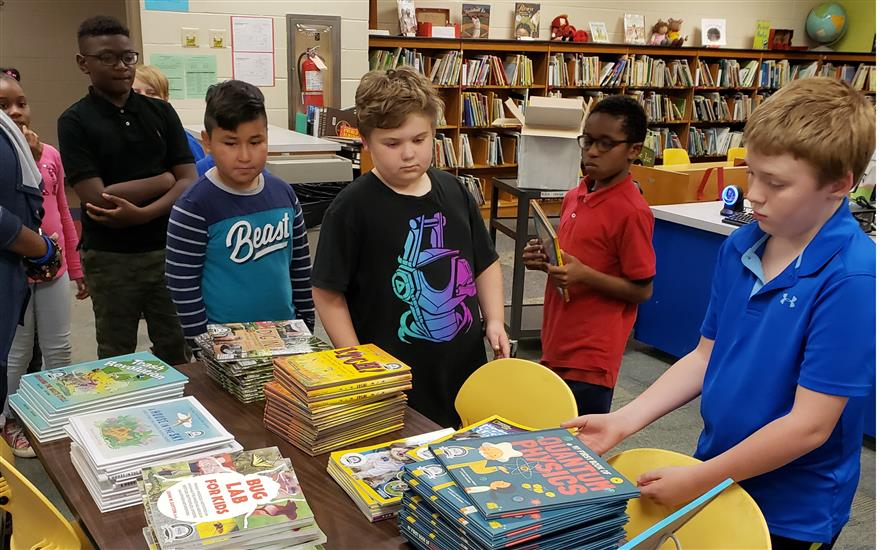 Lawson Elem. Receives Gift of Books