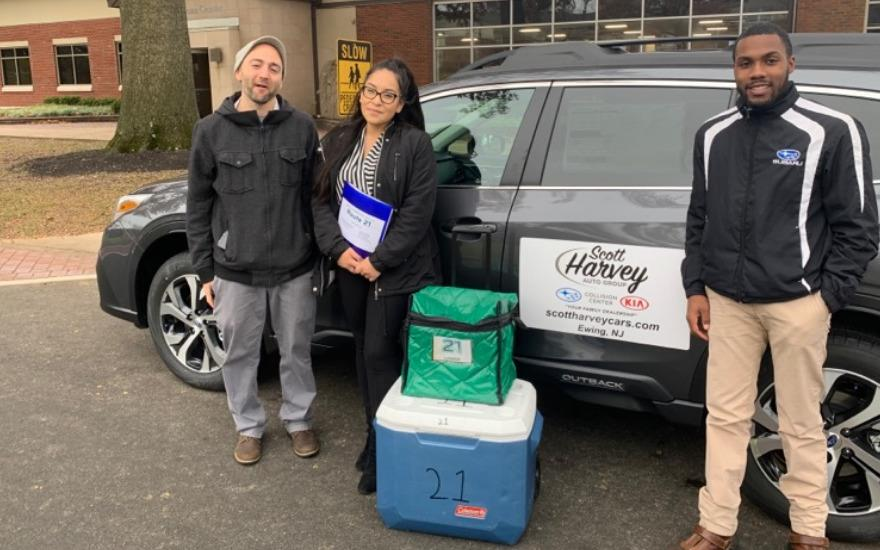 Scott Harvey Delivers for Meals On Wheels