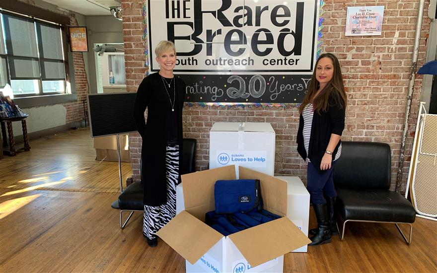 Reliable Subaru donates blankets to homeless youth