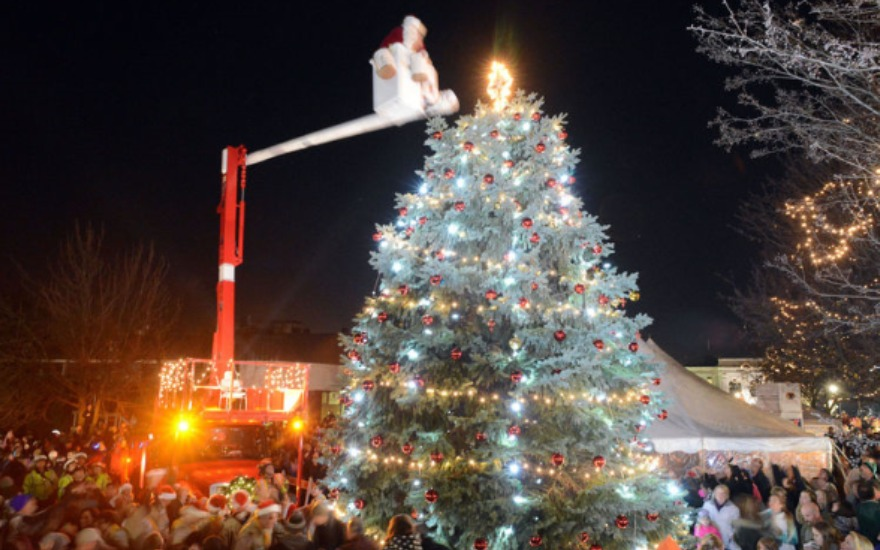 A&T Subaru Supports Oldest Tree Lighting in the US