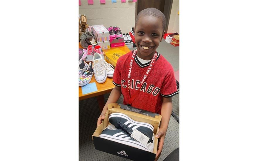 200 Pairs of Shoes Given Students Thanks to Subaru