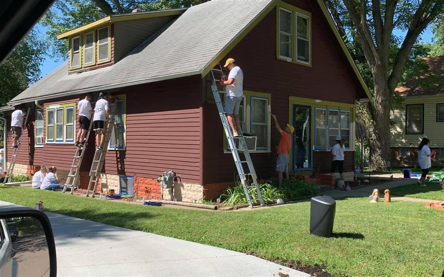 Beardmore Paints Home for Seniors in need